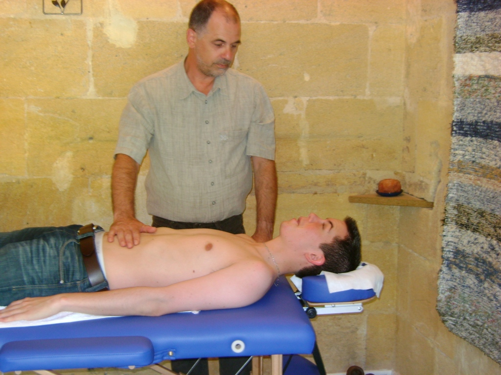 Willi Rös giving massage